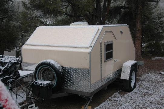 01-vector-teardrop-camper