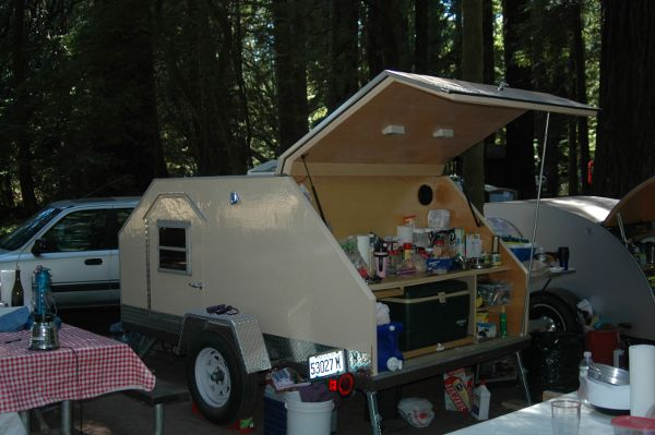 02-teadrop-camper-storage